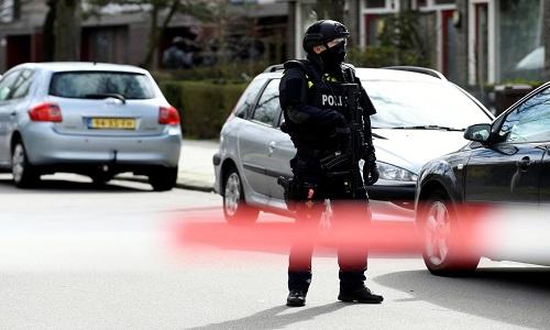 Homem fez disparos dentro de um bonde em Utrecht, na Holanda.