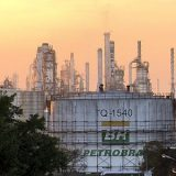 Petrobras eleva em 0,5% preço médio da gasolina nas refinarias.