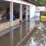 Chuva alaga ruas e causa transtornos em Feira de Santana.