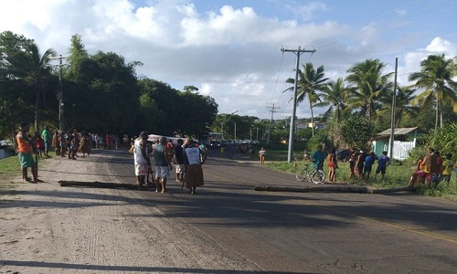 Indígenas protestam contra municipalização da saúde