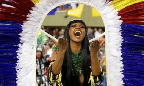 Bailarina do Faustão desfilou como índia e rouba cena das rainhas de bateria