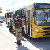 Passageiro reage a tentativa de assalto a ônibus, em Salvador.