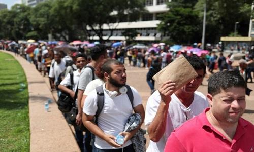 Brasil contraria expectativa e fecha 43 mil vagas em março em meio à lentidão econômica