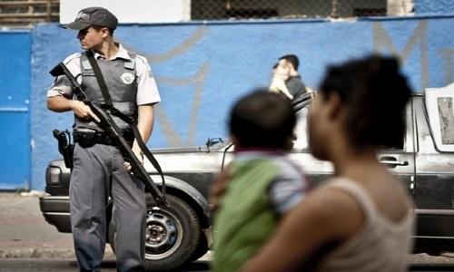 51% dos brasileiros têm mais medo do que confiança na polícia,segundo datafolha