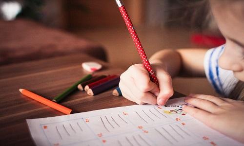 Criar filhos com déficit de atenção custa 5 vezes mais aos pais nos EUA