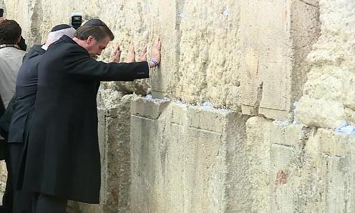 Bolsonaro visita Muro das Lamentações