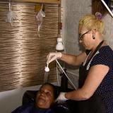 Empresas de Feira de Santana têm vagas para vendedora, manicure, cabeleireira e auxiliar de escritório