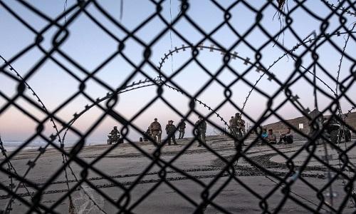 Trump diz que enviará 'soldados armados' para fronteira EUA-México