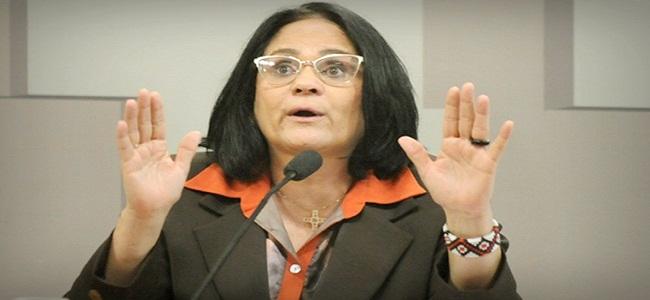 """Mulher submissa no casamento é """"questão de fé"""", diz Damares Alves"""