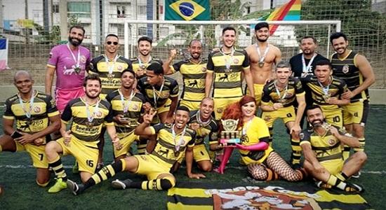 Equipe de futebol homossexual coleciona títulos e muda vida de jogadores