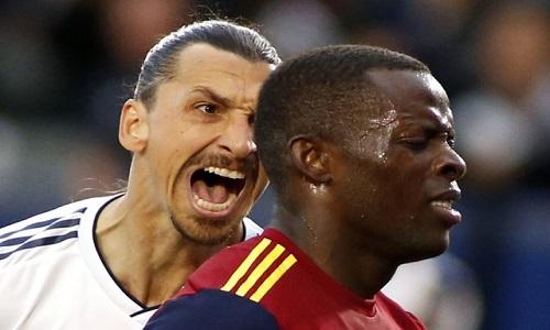 Ibrahimovic provoca adversário após marcar e se envolve em polêmica na MLS