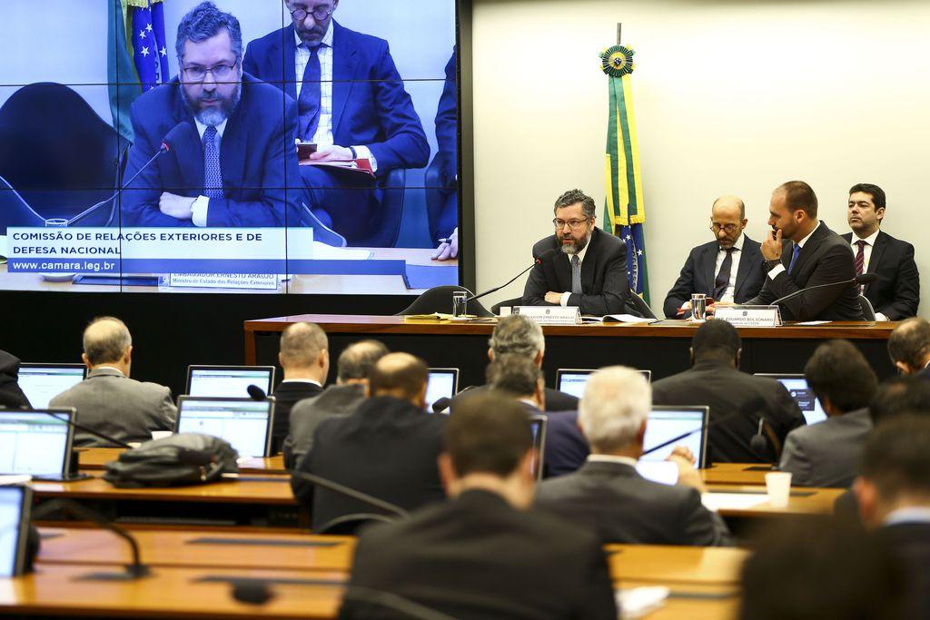 """Emissora pública da Alemanha detona o """"nazismo de esquerda"""" de chanceler brasileiro"""