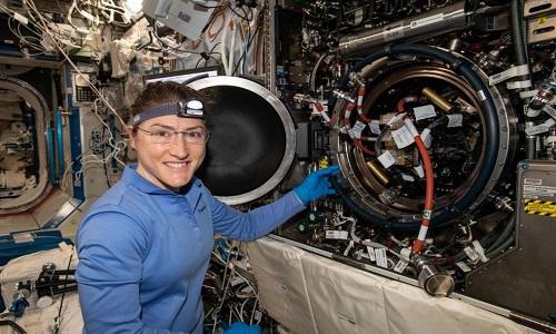 Astronauta pode bater recorde de permanência de mulher no espaço