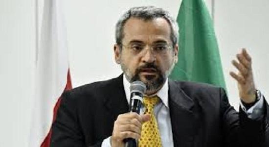 Ministro da educação na caça de petistas e comunistas.