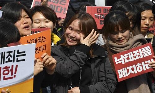 Coreia do Sul retira proibição ao aborto