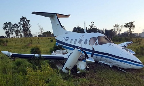 Avião bimotor  faz pouso forçado em Campinas