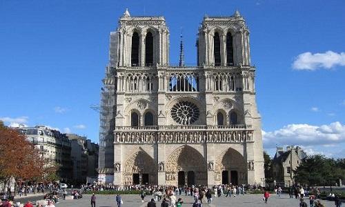 Literatura e cinema ajudaram a tornar Notre-Dame conhecida no mundo