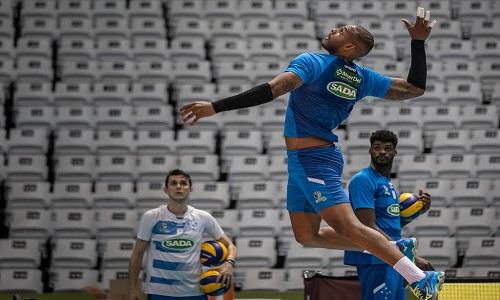 Seleção brasileira de vôlei convoca cubano Yoandy Leal pela 1ª vez