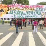 Várias cidades brasileiras têm atos contra bloqueios na educação