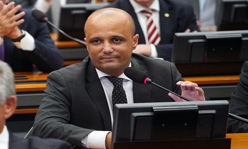 Major Vitor Hugo critica Maia pela forma como tem conduzido pauta de votações