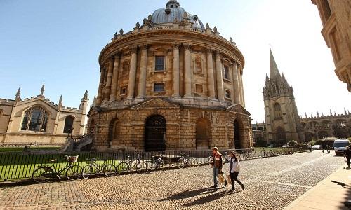 Preocupada com diversidade, Oxford cria programas para alunos pobres