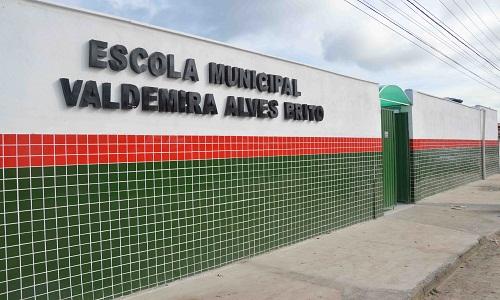 Prefeito Colbert Martins entrega à comunidade mais duas escolas reformadas