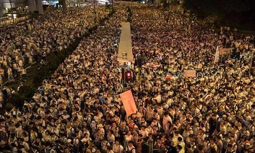 Apesar de protestos, chefe de Hong Kong quer aprovar lei de extradição para a China