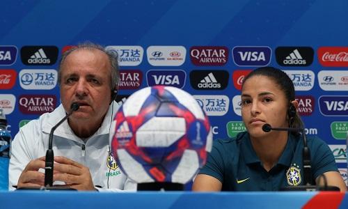 """Confiante para decisão com a França, Vadão não garante Marta durante 90 minutos: """"Otimista"""""""