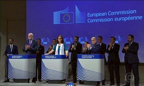 Acordo com Mercosul-União Europeia vai zerar tarifas para suco de laranja, frutas e café solúvel.