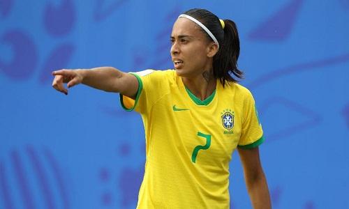 Marta esquece susto com lesão e assume protagonismo também fora de campo no Mundial