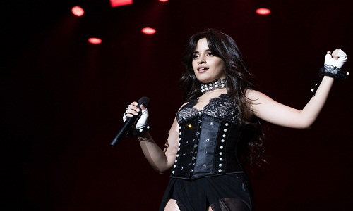 Camila Cabello estreia no cinema como 'Cinderela' em 2021, segundo revista.