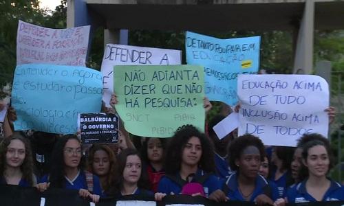 Universidades brasileiras pioram em pesquisa, empregabilidade de alunos e qualidade de ensino.