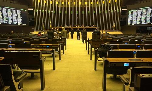 Câmara atinge prazo para discutir relatório da PEC da Previdência
