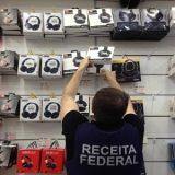 Carregadores de celular e caixas de som 'piratas' avaliados em R$ 400 mil são apreendidos em Salvador