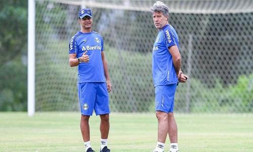 Grêmio decide não buscar reforços e só vai contratar em caso de saídas.