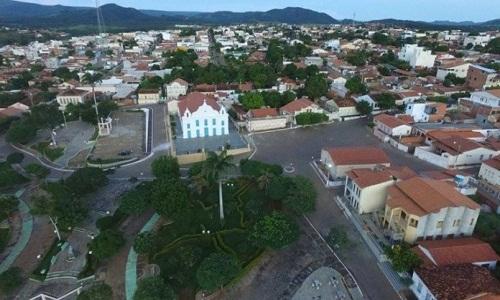 Criança morre após se afogar em balde em Riacho de Santana, na Bahia