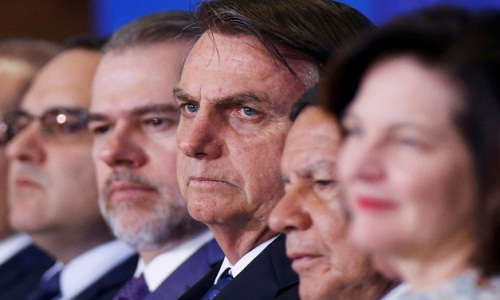 Bolsonaro prioriza base ideológica e acirra atrito com Poderes