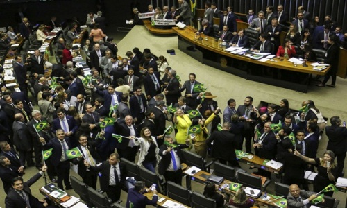 Após aprovação do texto-base da reforma, deputados analisam hoje emendas e destaques