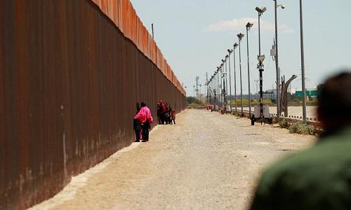 Justiça dos EUA dá sinal verde para que Trump construa muro