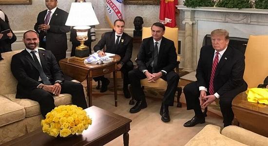 Globo cobra que Senado barre Eduardo Bolsonaro como embaixador