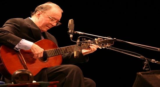 Morreu sábado o cantor e compositor João Gilberto