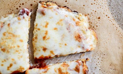 PIZZA COM MASSA DE COUVE FLOR