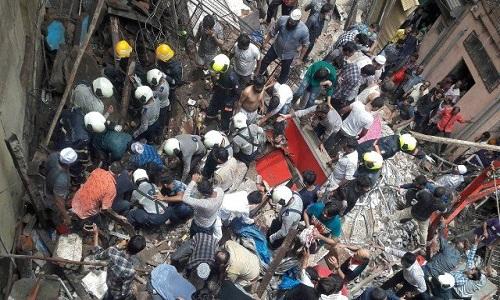 Desabamento deixa dois mortos e mais de 40 soterrados na Índia