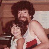 Filha de Raul Seixas diz que ainda chora ao lembrar do pai 30 anos após sua morte