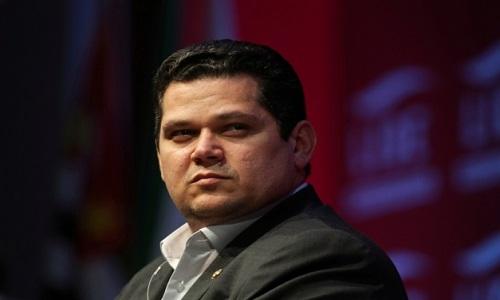 Bolsonaro cede a Alcolumbre indicação ao Cade às vésperas de votações-chave