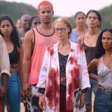 'Bacurau' brinca com gêneros e expectativas em crônica violenta e sarcástica