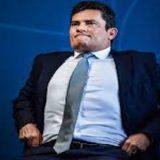 Humilhado em público, Moro deixa para Bolsonaro o ônus de demiti-lo