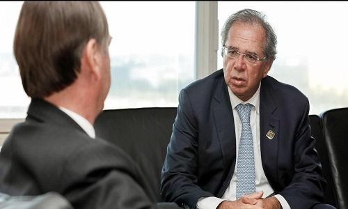 Bolsonaro lava as mãos e diz que recessão é problema do Paulo Guedes