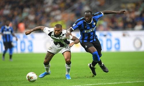 Lukaku e Kessié são vítimas de racismo na Itália.