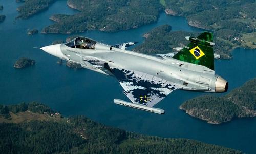 FAB recebe primeiro caça Gripen